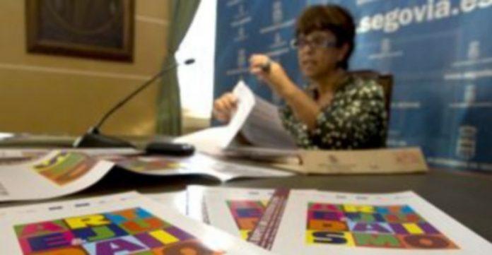 Claudia de Santos ha presentado el programa./ ALBERTO BENAVENTE