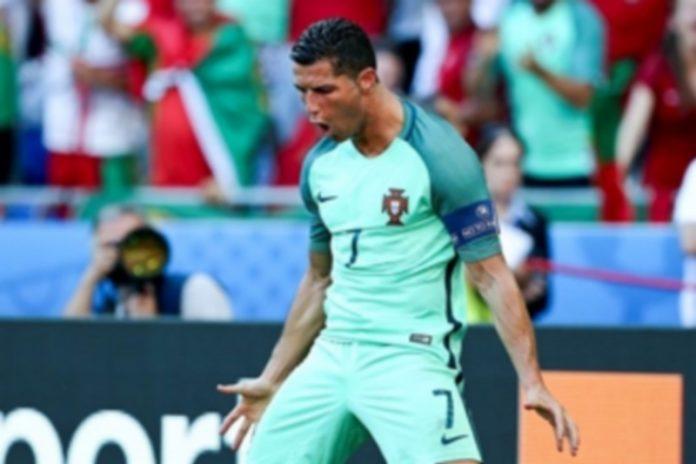 Cristiano Ronaldo celebra uno de sus dos goles ante Hungría. / EFE