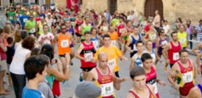 Salida de los atletas que tomaron parte en la Legua de Carbonero El Mayor. / El Adelantado