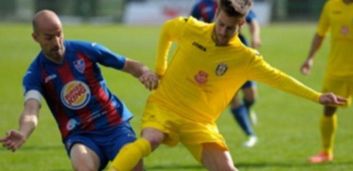 Un momento del último partido que la Segoviana disputó en La Albuera