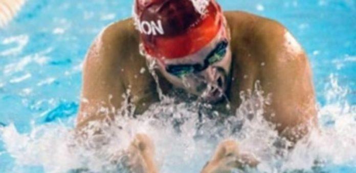 El nadador Álvaro de Frutos en plena competición. / EL ADELANTADO