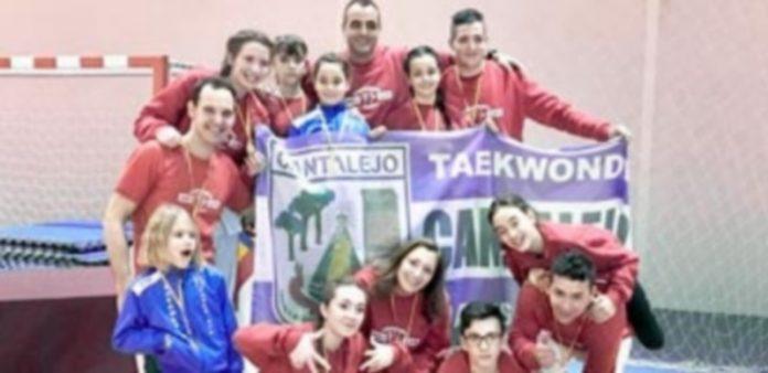 Los medallistas del club Jansu Gym de Cantalejo en el campeonato regional