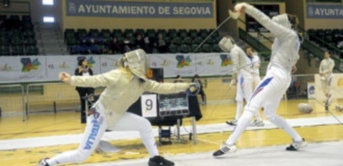 Copa del Mundo de esgrima en una de sus anteriores ediciones disputada en Segovia en el pabellón Pedro Delgado. / KAMARERO