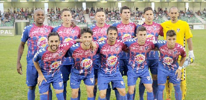 Equipo de la Gimnástica Segoviana que formó en el partido jugado ante el Rayo Majadahonda. / KAMARERO