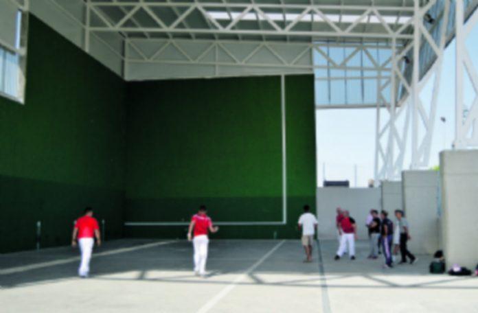 Partido de exhibición de pelota mano en la inauguración del frontón de El Sotillo. / CRISTINA YUSTA