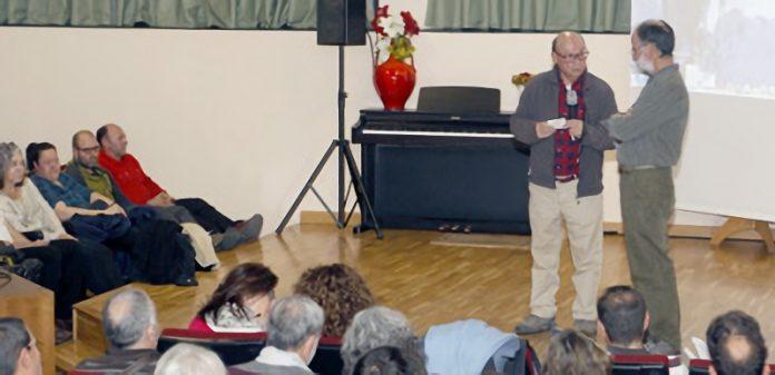Juan Bautista y Miguel Ángel Adrados durante la ponencia en el salón de actos del Emperador Teodosio. / NEREA LLORENTE