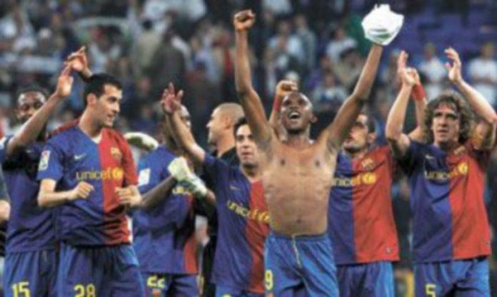 Los futbolistas del Barcelona celebran su triunfo a la conclusión de la contienda. / EFE