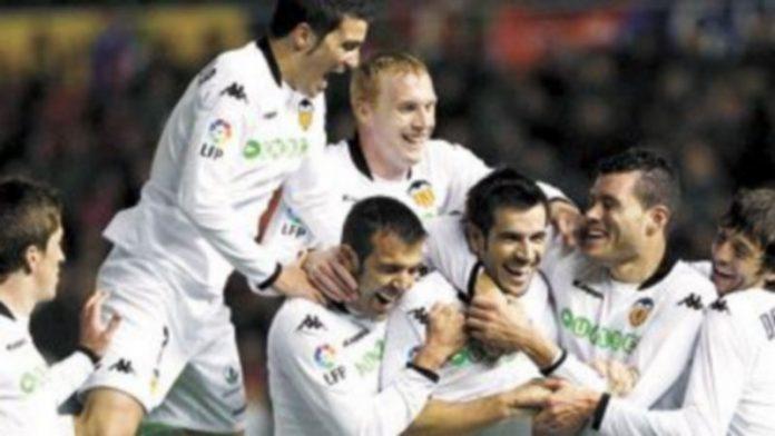 Unai Emery podría recurrir a Marchena y Albelda (c) para dar consistencia al centro del campo del Valencia. / Efe