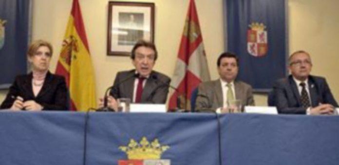 Presentación de la ley en la delegación de la Junta. / JUAN MARTÍN