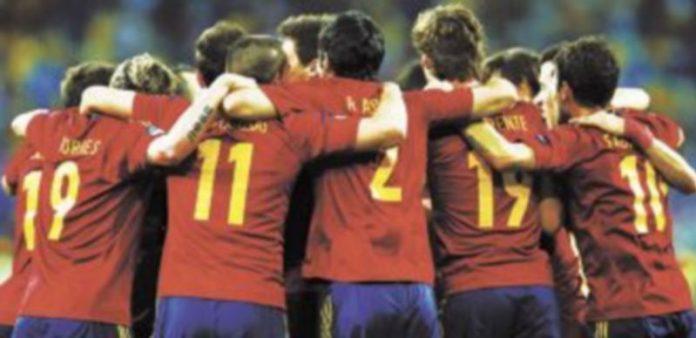 Los jugadores festejan el título conquistado frente al combinado transalpino.  / Reuters