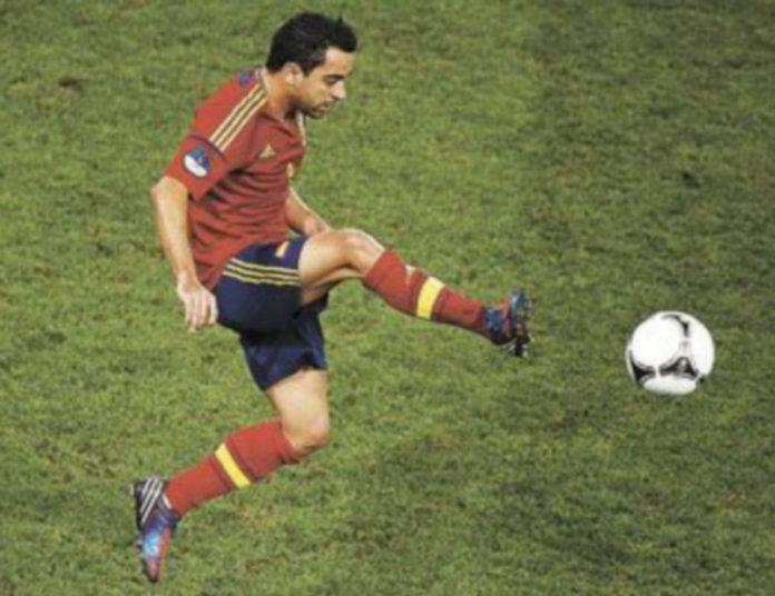 Xavi es el cerebro en la medular de la 'roja'. / Reuters