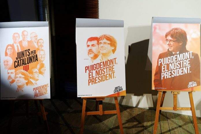 Carteles anunciadores de la campaña de JuntsxCat.