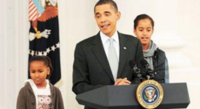 Obama pronunció el discurso acompañado de sus hijas