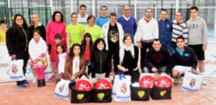 Fotografía de familia con los finalistas de la quinta jornada del Circuito Provincia de Pádel
