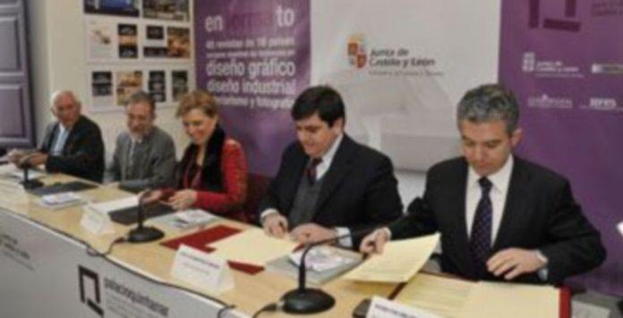 Firma del convenio de colaboración . / JUAN MARTÍN