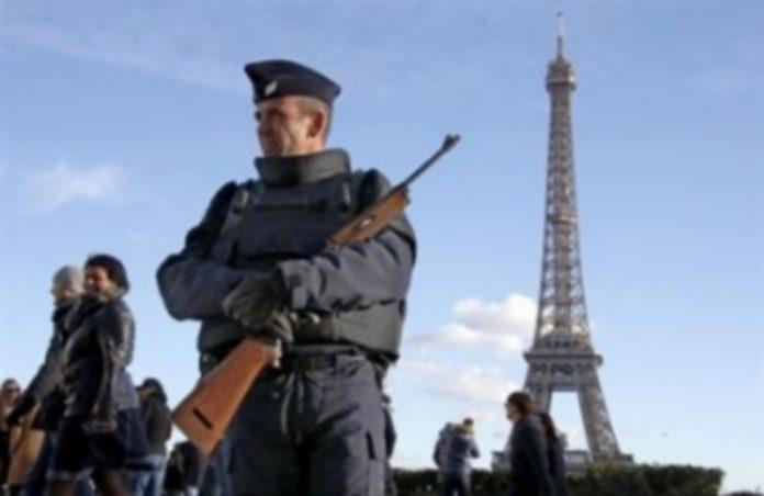 Policías en París