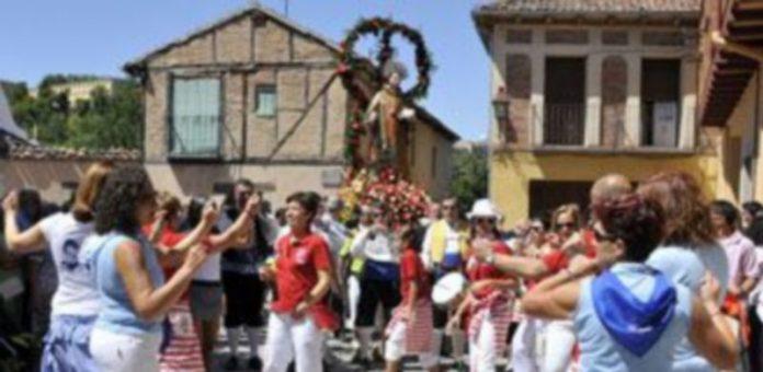 La procesión de San Lorenzo recorrió esta mañana las calles del barrio
