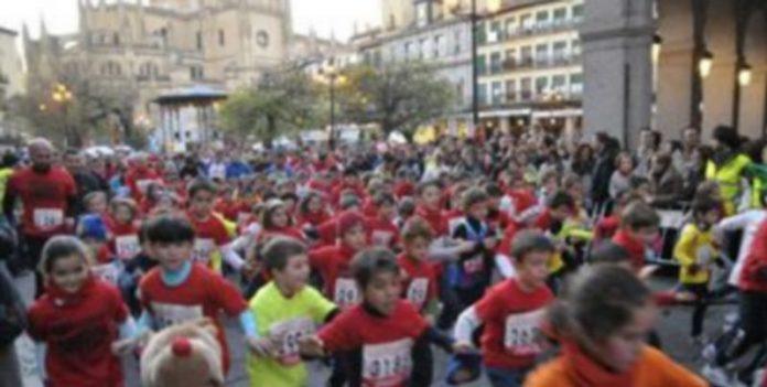 Imagen de una de las salidas de la prueba de menores de la pasada San Silvestre Segoviana./ Alberto Benavente