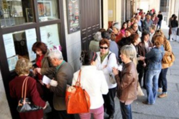 El público ha empezado a comprar las entradas esta misma mañana./ KAMARERO