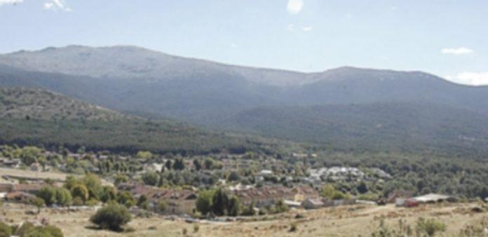 Diferentes vistas de la 'Sierra Norte de Guadarrama' donde se llevará a cabo el proyecto 'De charca en charca' para crear una zona húmeda para anfibios. / j.Martín