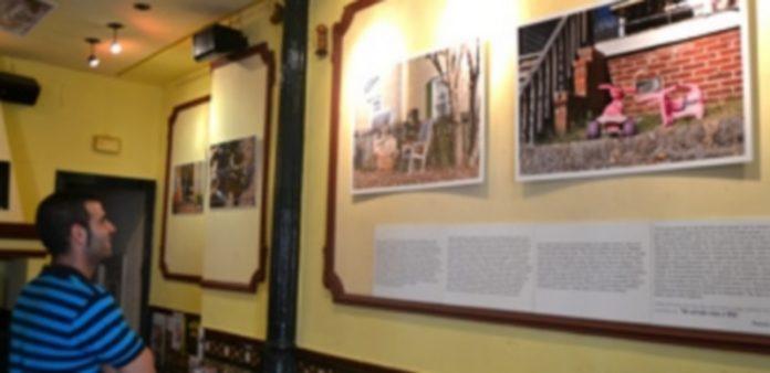 Varias de las fotografías del viaje por Estados Unidos de Pototo Díez que pueden verse hasta el día 31 en el bar Santana. / Borja Martín