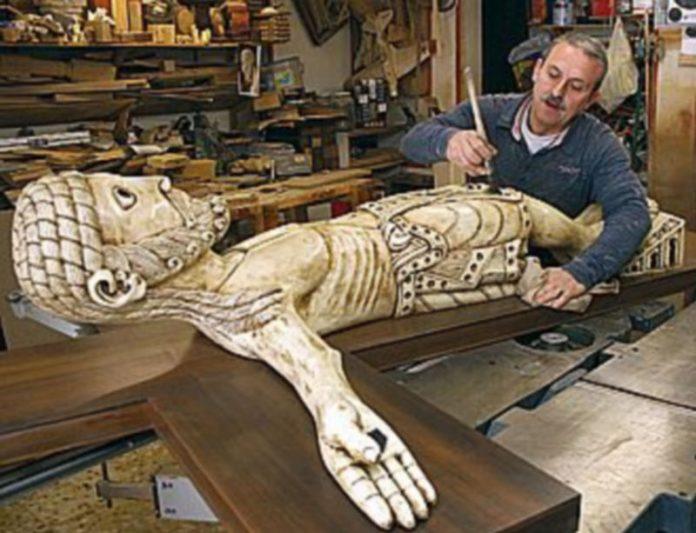 El escultor José Lonjos
