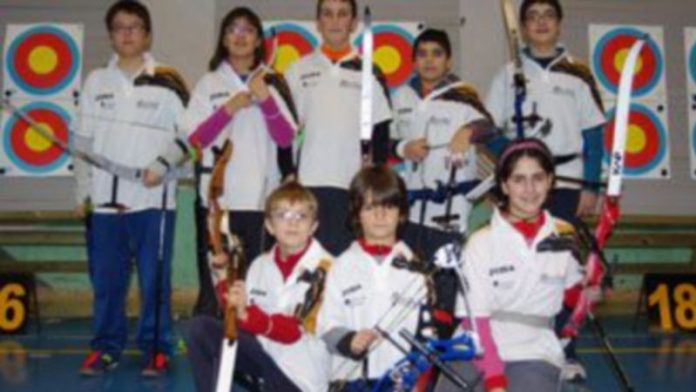 Los ocho arqueros de Segovia participantes en el Regional de Edades. / E.A.