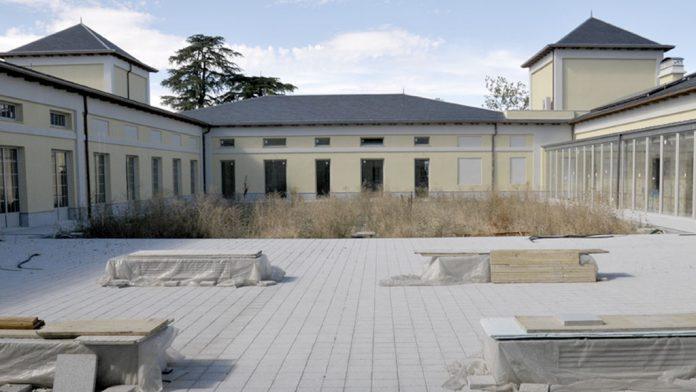 Las obras en el futuro Palacio de La Faisanera se pararon en 2016. / e.a.
