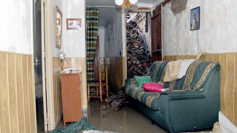 Un incendio arrasa tres viviendas en Sauquillo de Cabezas