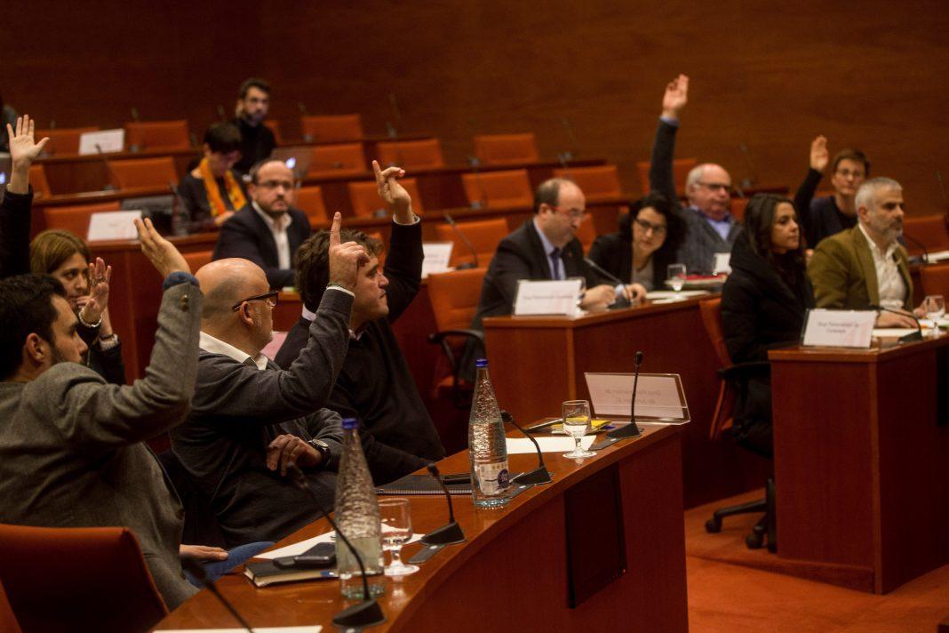 La Diputación Permanente del Parlament aprobó el recurso con los votos de JxSí y SíQueEsPot y la abstención de la CUP.
