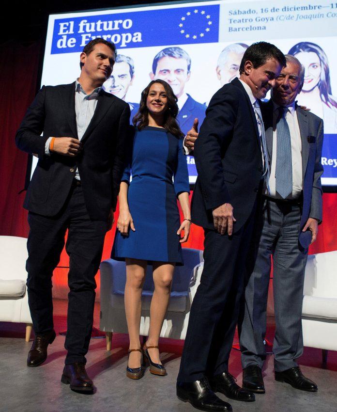 Arrimadas, Rivera (i), Valls (2d) y Vargas Llosa (d) en el debate. / efe