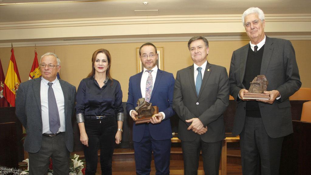 Praena y Saldaña, con las autoridades. / N. Llorente