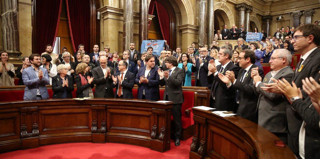 La votación de la declaración de independencia fue uno de los últimos actos de la anterior legislatura en el Parlamento catalán.