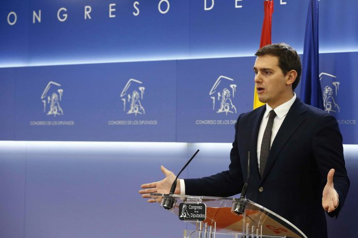 El presidente de Ciudadanos, Albert Rivera, durante la rueda de prensa en el Congreso de los Diputados.