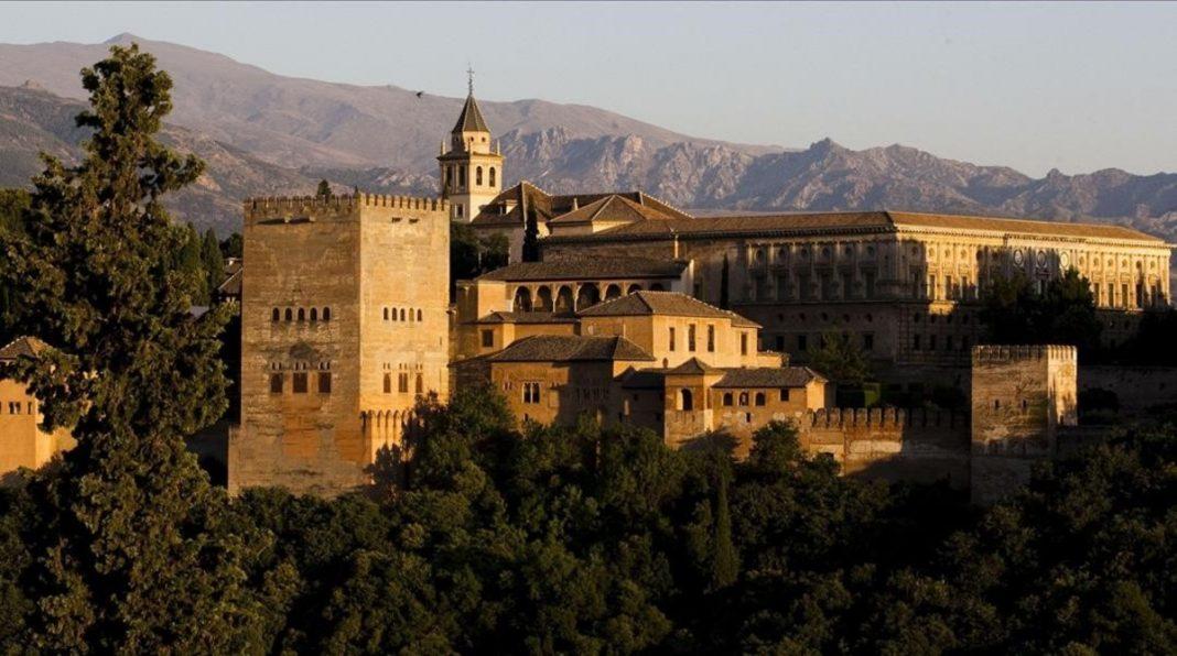 La Alhambra de Granada ha mejorado el problema de las colas para entrar con un nuevo sistema de reserva y venta