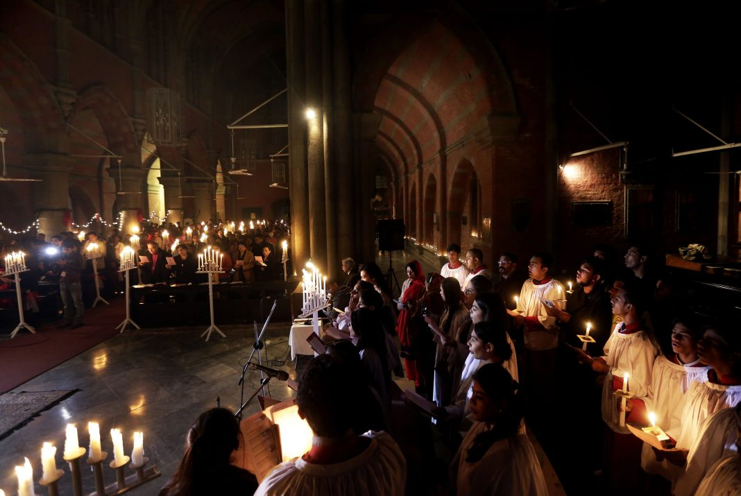 Cristianos pakistanís durante el memorial por las víctimas que fallecieron y resultaron heridas en el atentado