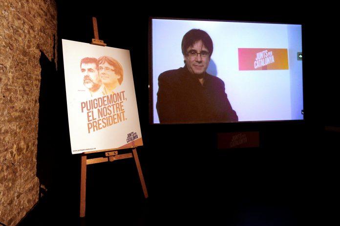 Carles Puigdemont durante la videoconferencia por la apertura de la sede de JuntsxCat.