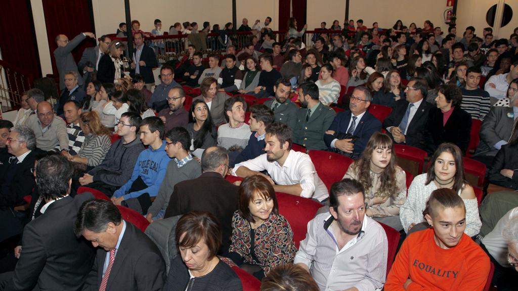 El auditorio del Teatro Juan Bravo albergó a los cientos de estudiantes que resultaron finalistas de esta primera edición de los 'Premios Valores Democráticos'