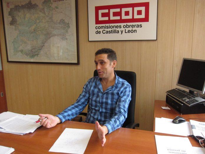 El secretario general de CCOO en Castilla y León, Vicente Andrés, atiende a los medios de comunicación.