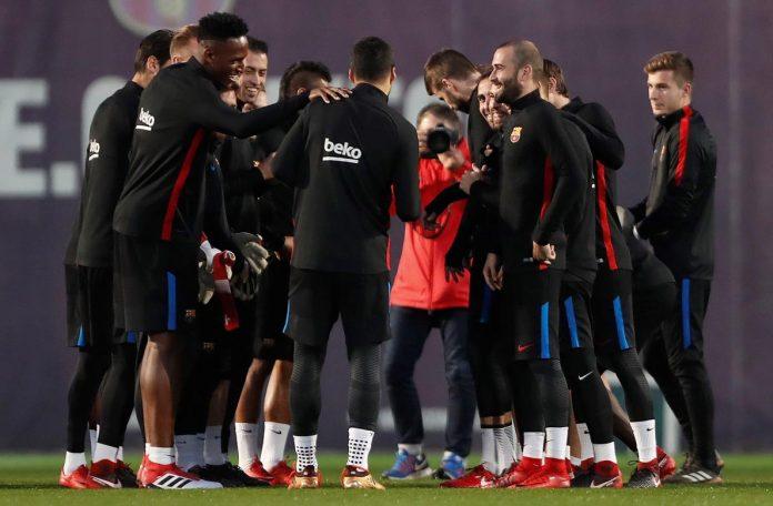 Los jugadores del Barça, en el entrenamiento previo a la vuelta de cuartos de final de la Copa contra el Espanyol. / EFE