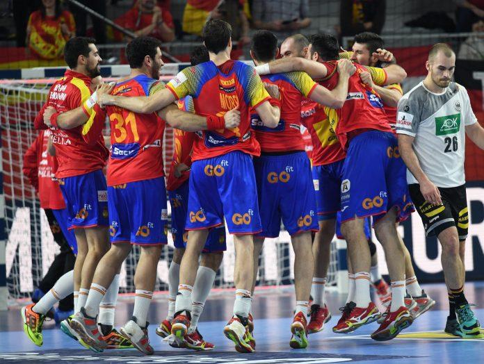 Los jugadores de la Selección Española celebran el pase a semifinales después de ganar a Alemania, vigente campeona de Europa.