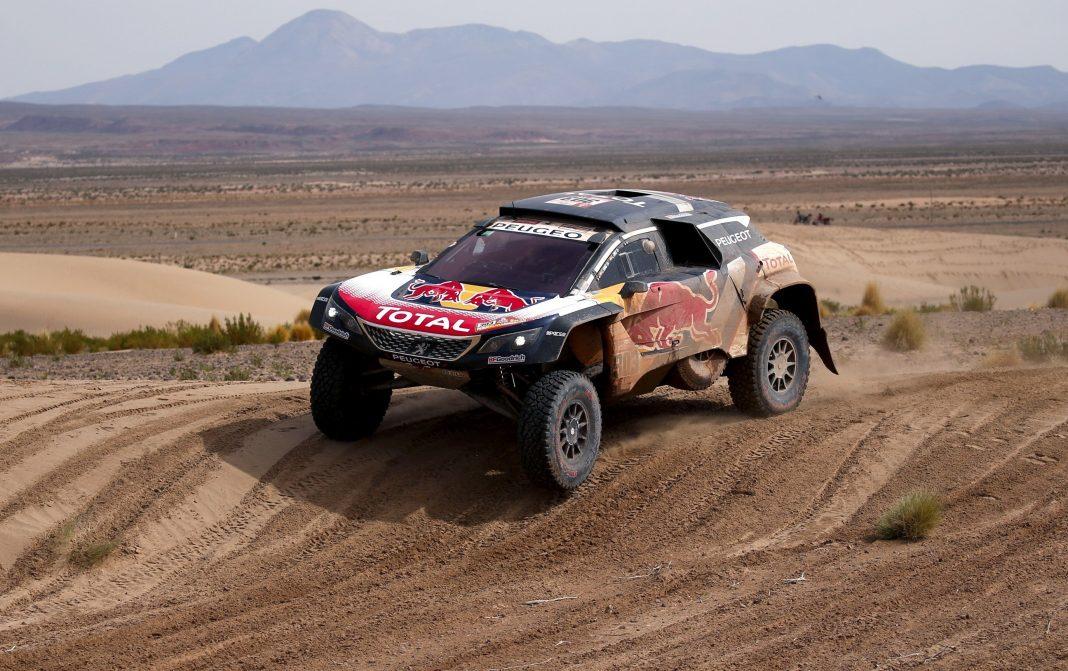 Carlos Sainz se mantiene firme al frente de la general de motos a falta de cinco etapas para finalizar el Dakar.