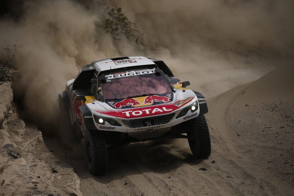 Sébastien Loeb ganó una etapa dominada por los coches Peugeot.