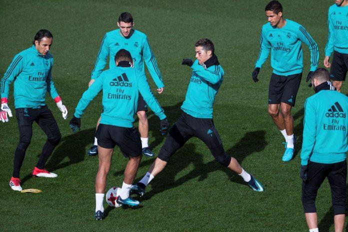 Cristiano Ronaldo vuelve al once titular después de descansar en Copa del Rey, y estará acompañado por Karim Benzema y Gareth Bale en Mestalla.