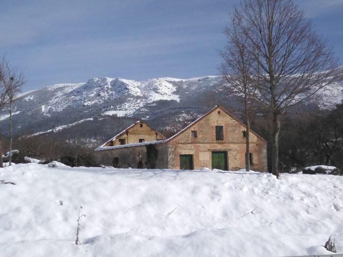 La Casa del Pulimento ha perdido su techamen por la nieve caída.