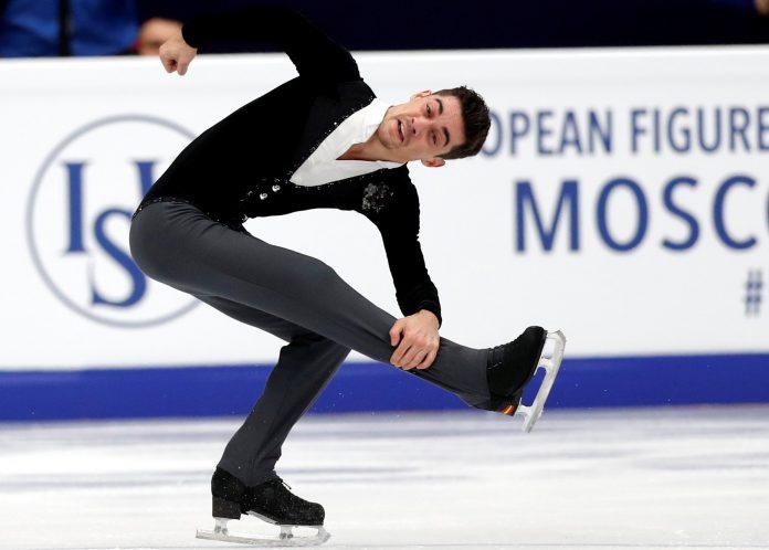 Javier Fernández ejecuta el programa corto del Campeonato de Europa que se está disputando en Moscú.