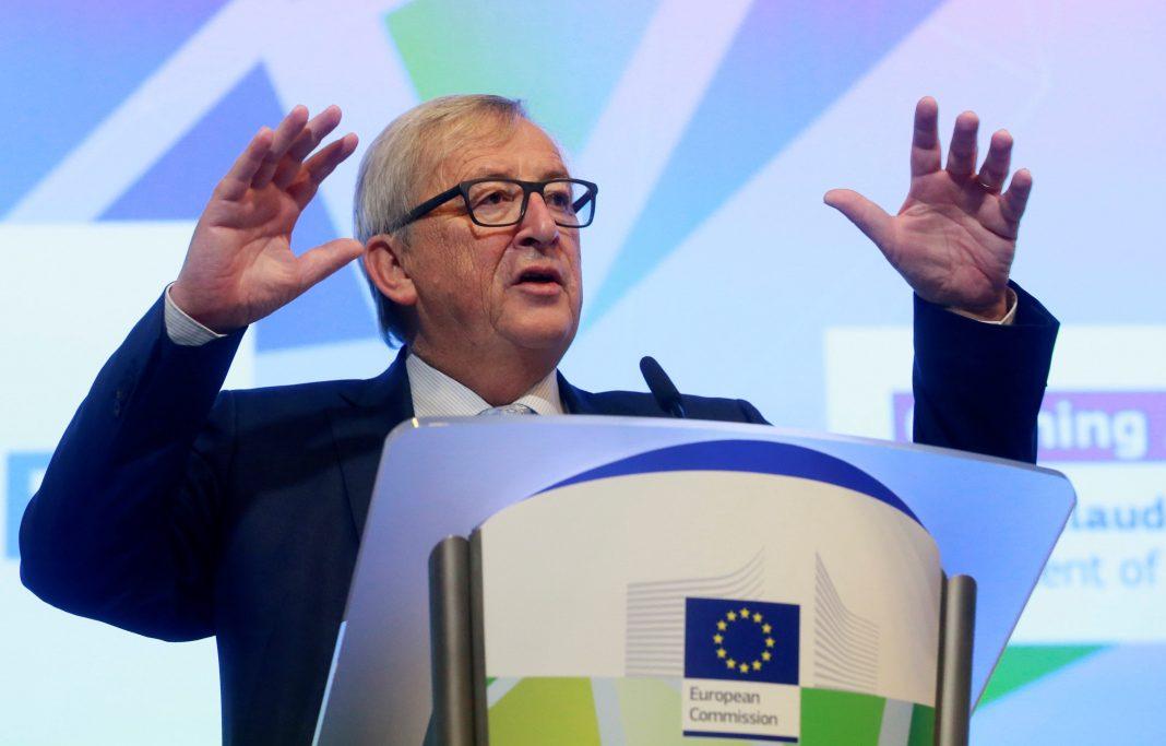 El presidente de la Comisión Europea, Jean-Claude Juncker, pronunciando su discurso, ayer en Bruselas