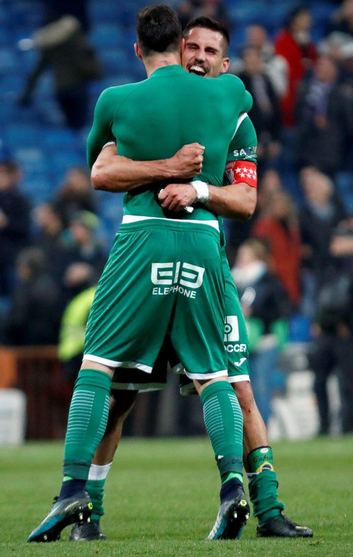 Los jugadores del Leganés se abrazan tras lograr el pase a semifinales.