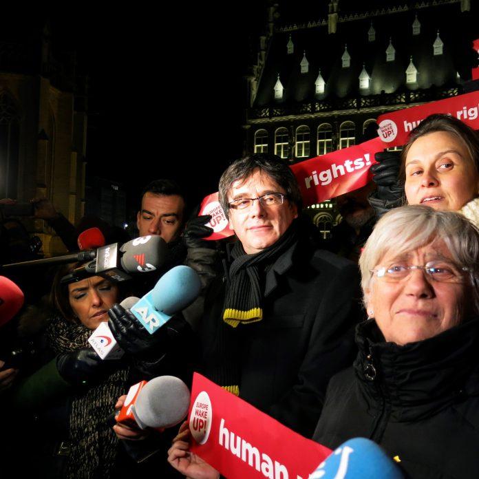 El presidente de la Generalitat de Cataluña, Carles Puigdemont, durante una concentración en Bélgica.