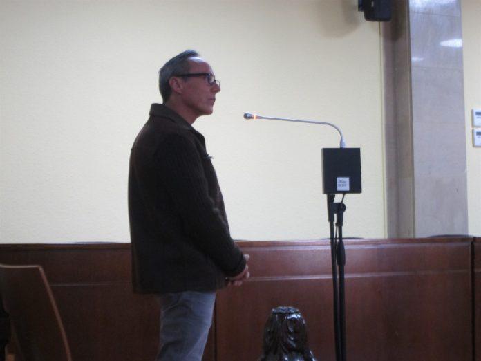 El condenado a más de 29 años de cárcel durante su declaración.